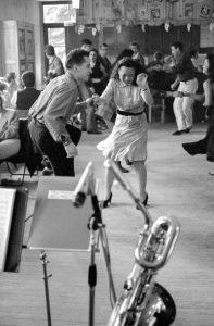 Couples de danseurs zazous