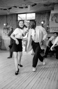 Couple de danseurs zazous